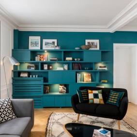 Комбинированный стеллаж под цвет стены в гостиной