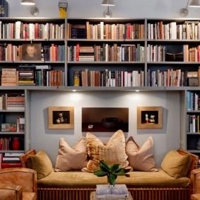 Высокие стеллажи для хранения книг в квартире