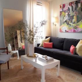 Абстрактная живопись в интерьере двухкомнатной квартиры