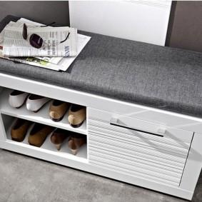 Тканевая обивка мягкого сидения на обувнице
