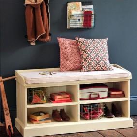 Деревянная обувница с удобными полочками