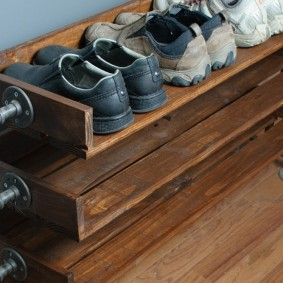 Обувница на каркасе из водопроводных труб своими руками