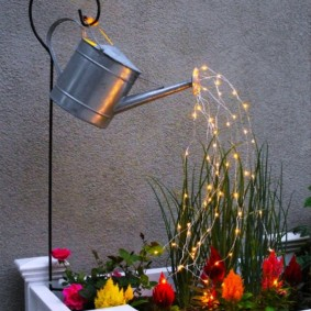 Декоративный светильник из оцинкованной лейки