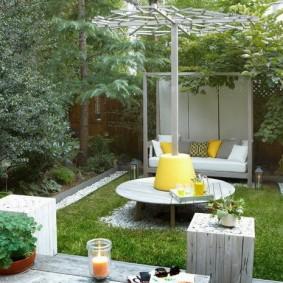 Зона для летнего отдыха на дачном участке