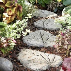 Цементная плитка в форме листьев деревьев