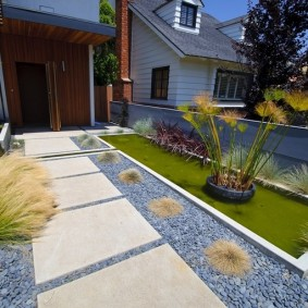 Использование бетонных плит для благоустройства участка