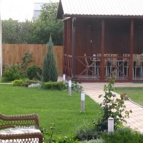 Вид на участок с открытой террасы