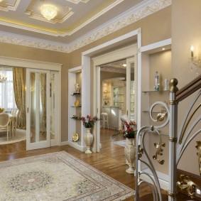 Просторный холл в квартире элитного типа