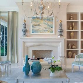 Красивая гостиная комната с камином в интерьере