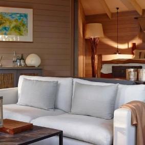 Спальное место на подиуме в гостиной