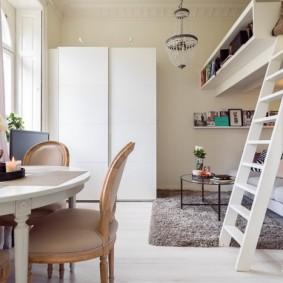 Белый шкаф для хранения одежды и вещей