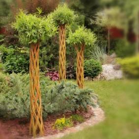 Садовые декорации из живой ивы