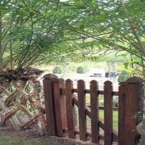 Деревянная калитка в стиле кантри