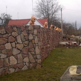 Массивная ограда загородного участка