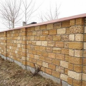 Длинный забор из крымского ракушечника