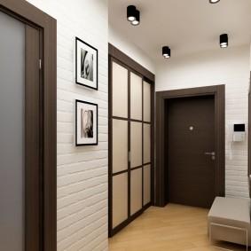 Серные светильники на белом потолке