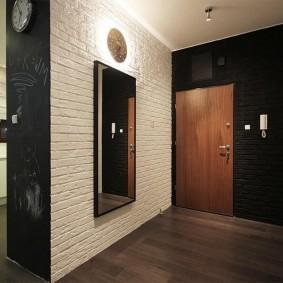 Черный цвет в интерьере прихожей комнаты