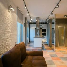 Керамический пол в кухне-гостиной