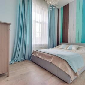 Бирюзовые шторы в спальне девушки
