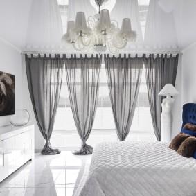 Глянцевые поверхности в оформлении спальни