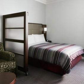 Зонирование спальни-гостиной небольшого размера