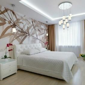 Подсветка потолка с двумя уровнями в спальне
