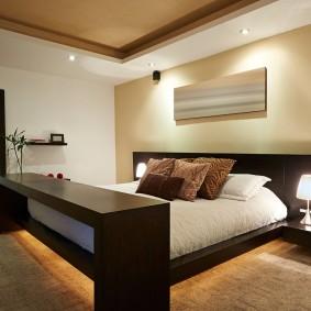 Однотонные стены в интерьере спальни