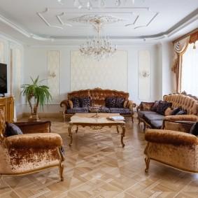 Паркетный пол в комнате классического стиля