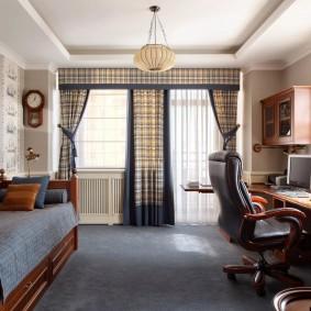 Подростковая комната с деревянной мебелью
