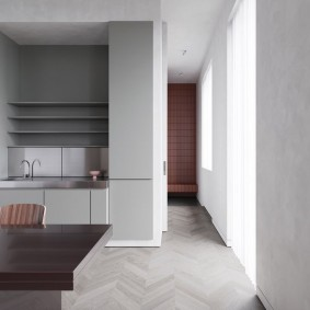 Узкий проход в комнате общежития
