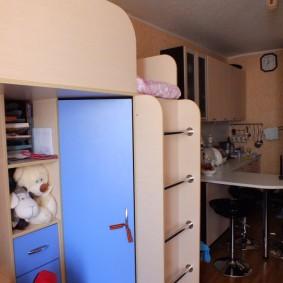 Кровать-чердак для молодой семьи с ребенком