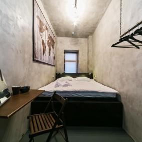 Узкая комната для простого студента