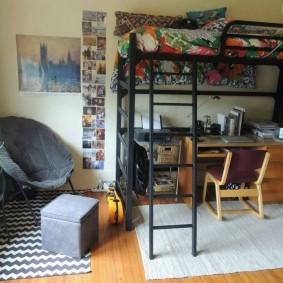 Письменный стол под спальным местом