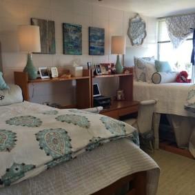 Уютная комната с нишами под кроватями