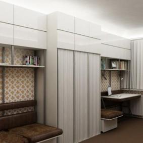 Стильный шкаф с купейными дверками