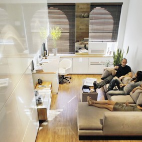 Квадратная комната в семейном общежитии