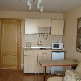 Кухонная зона в общежитии для молодой семьи
