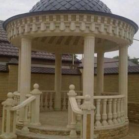 Классическая ротонда с купольной крышей