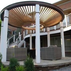 Ротонда с деревянной перголой вместо крыши