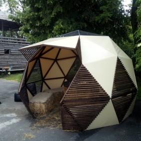 Современная беседка с геодезическим куполом