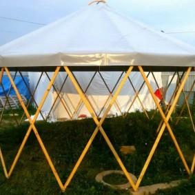 Беседка-юрта с брезентовой крышей