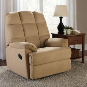 Небольшое кресло в маленькую комнату