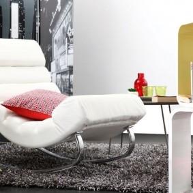 Кресло-качалка на металлических полозьях