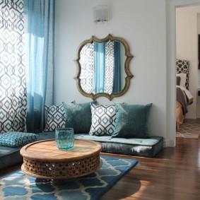 Мягкая мебель без корпуса в гостиной комнате