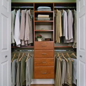 Встроенные гардероб в мужской спальне