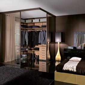 Коричневая спальня с угловым гардеробом