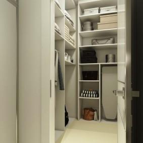 Угловой гардероб с распашной дверью