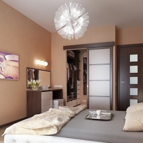 Сдвижная дверь на гардеробе в спальном помещении