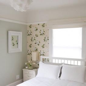 Маленькая спальня с двумя окошками