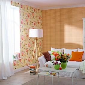 Сочетание обоев с разным рисунком в интерьере зала